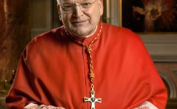Cardinal Burke: Reverent Liturgy Essential to Catholic College Education